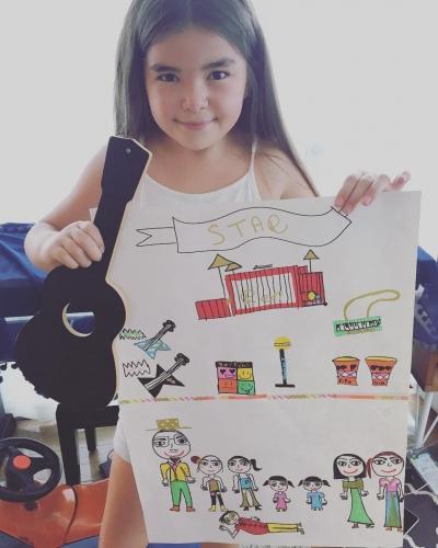 9才フランス人女子、アーティスト見参。